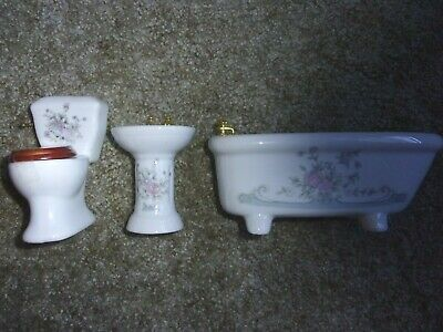 BEAUTIFUL  PORCELAIN BATHROOM 3 PIECE SET DOLL HOUSE MINIATURE