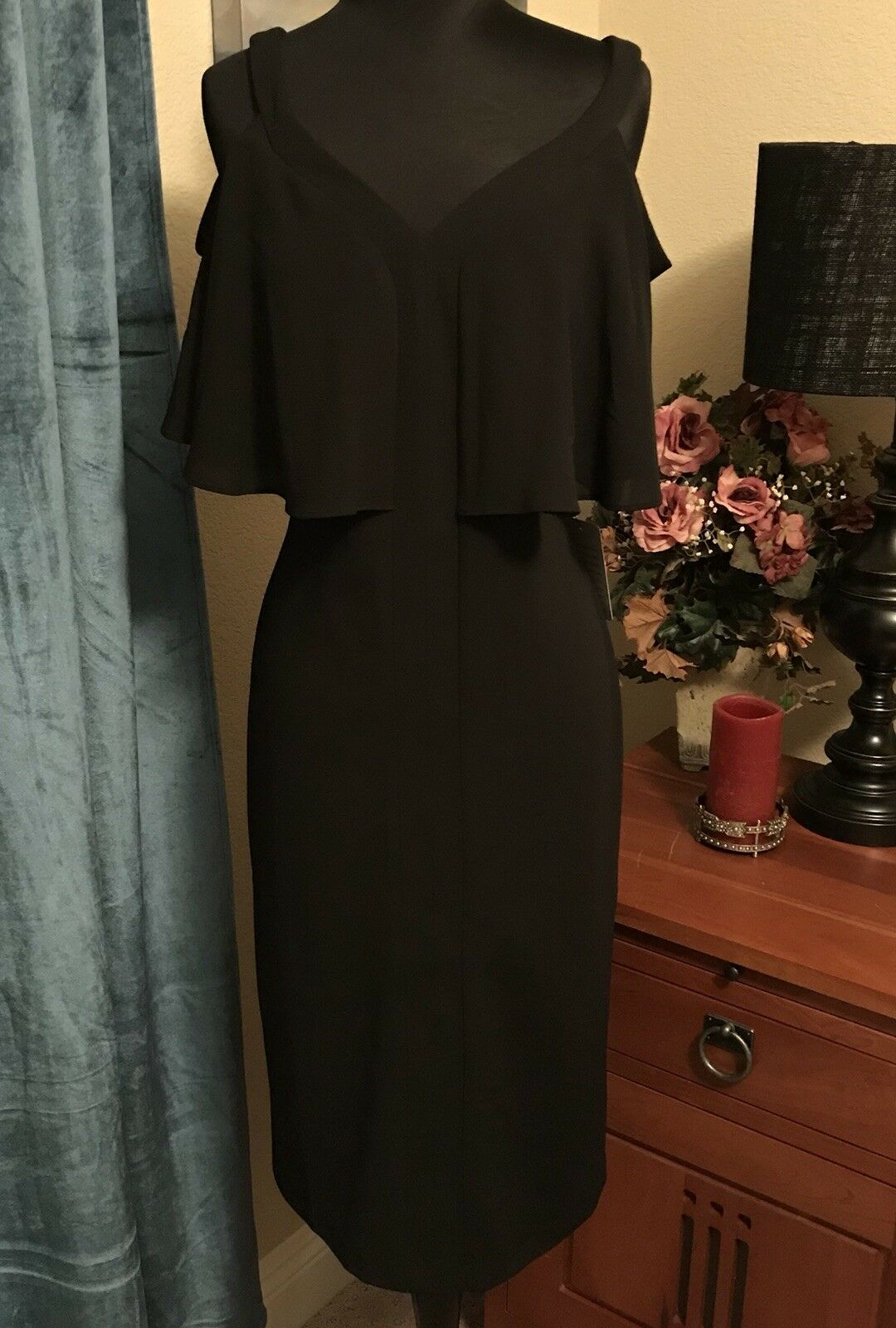 Maggy London Beautiful Cold Shoulder LBD Size 4