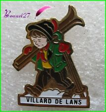 Pin's Pins badge Un petit Montagnard Ski Baton Ville VILLARD DE LANS #227