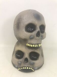 """VTG 1999 Halloween The Paper Magic Group Stacked Skull Blow Mold Light Up 9.5"""""""
