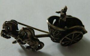 jolie broche char en métal argenté ancienne