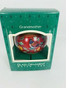 Vintage-Hallmark-Dated-1988-Grandmother-Keepsake-Glass-Ornament-with-Box