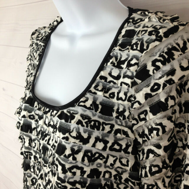TRIBAL womens size small stretch black white tiered 3/4 sleeve blouse top EUC