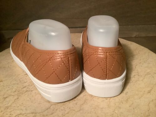 Women/'s Quilted Memory Foam Walking Shoes Tan SIZE 8 OR 10 NEW NWOB SLIP ON