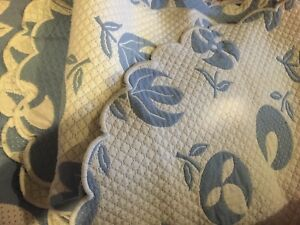 """TWIN//Full White//Blue  Heavy Woven Scalloped Edges 84/""""//60/"""" PORTUGAL~Bedspread~"""