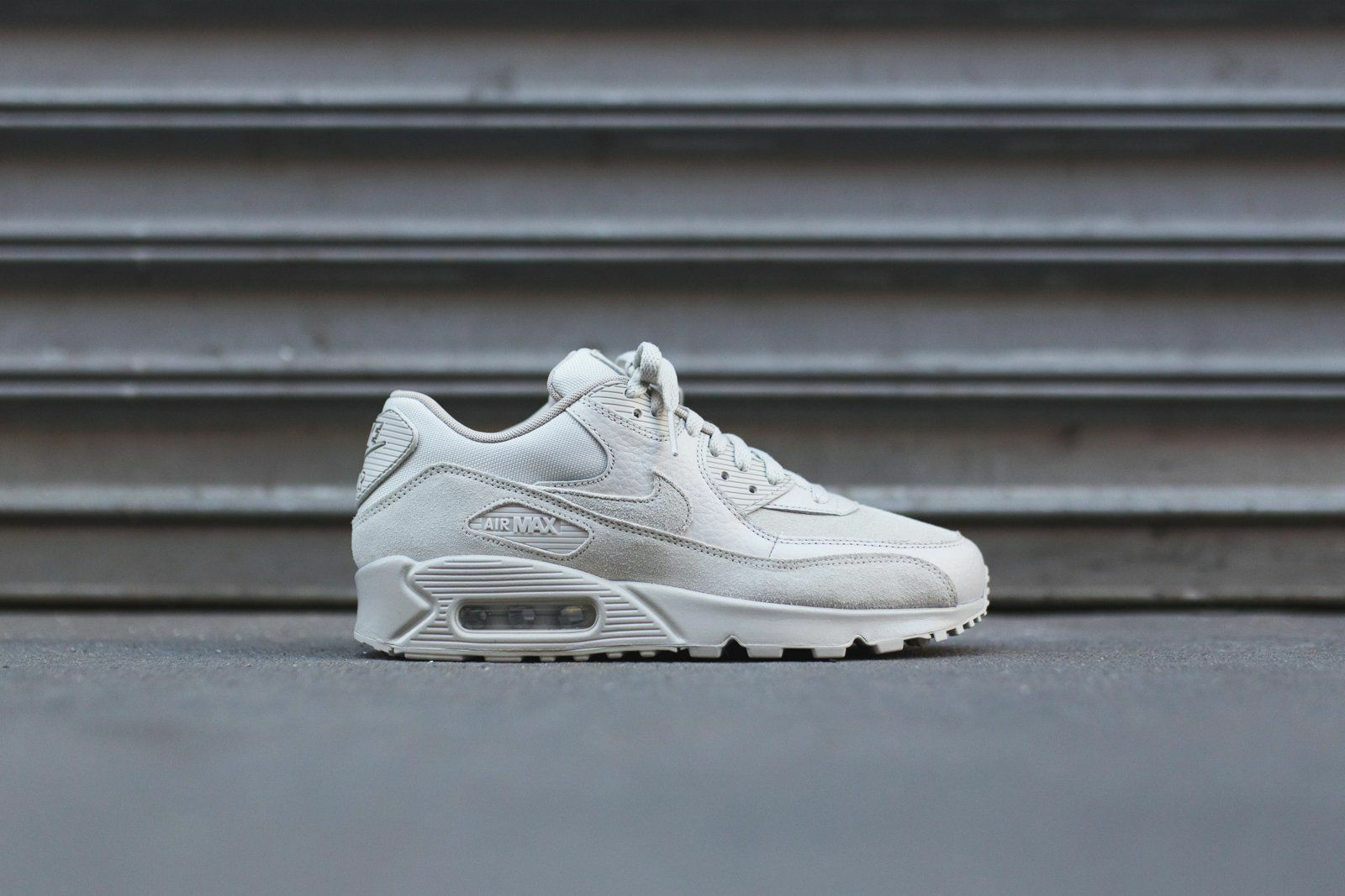 Nike Air Max 90 Premium light bone/string  700155-013 Mens Sz 7