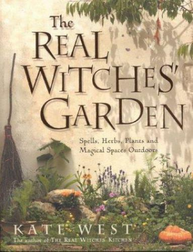 The Real Witches' Garden: Spells,Herbs, Plants and Magical Spaces Outdoors 1