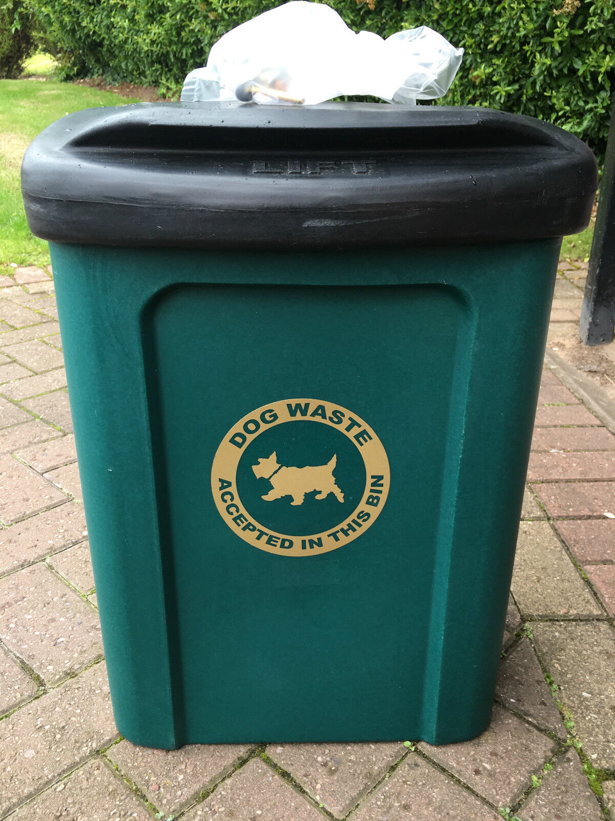 Ceaser 30 Litre Wall or Post Mountable Plastic Dog Waste Bin rot or Grün