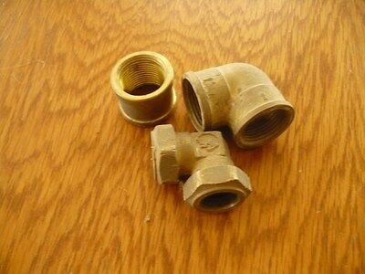 3 Rohrteile Messing Fittinge 2 Bögen Eine Verschraubung