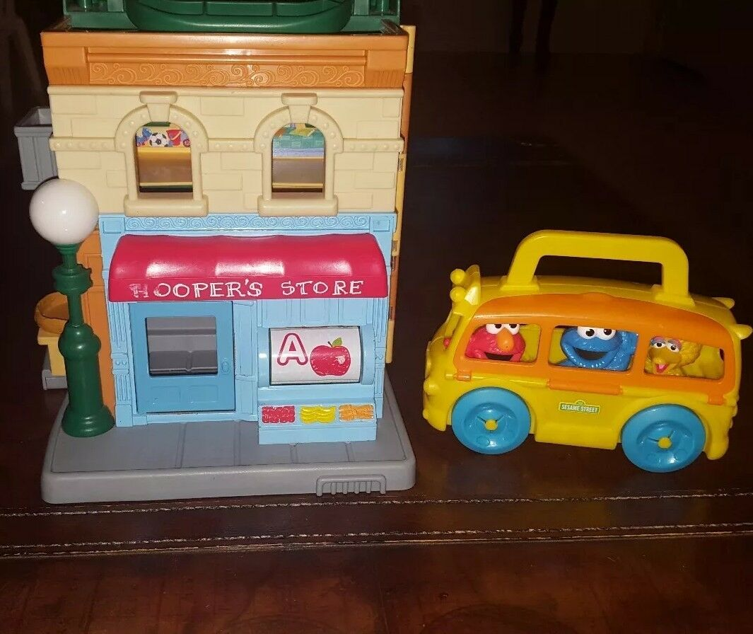 2010 Hasbro Sesame Street 123 Neighborhood Mr.Hoopers Store & Elmo On The Go Bus