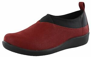 WOMENS-CLARKS-CLOUDSTEPPERS-SILLIAN-GREER-MEDIUM-AND-WIDE-WIDTH-LOAFERS