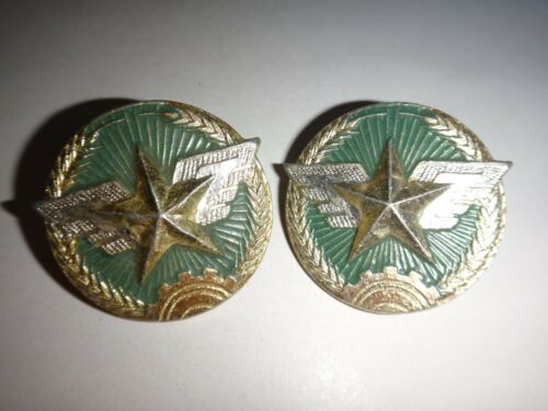 Vietnam War Set Of 2 VC AIR FORCE Metal Cap Badges