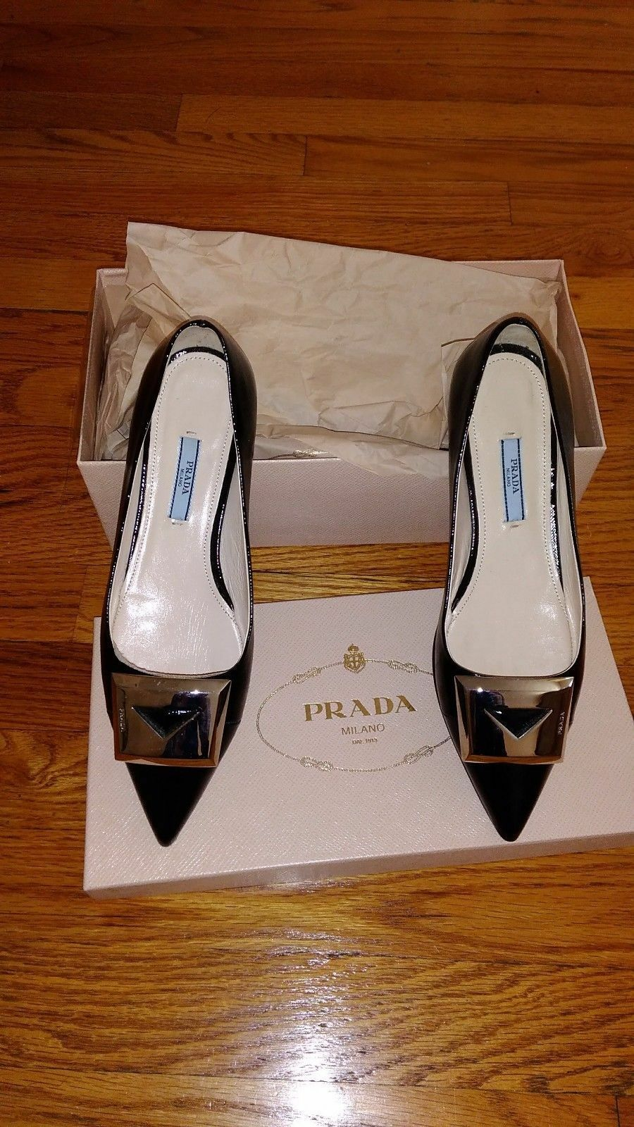 Authentic Prada Womens Patent Leather shoes, size 7.5, Black Mint Condition