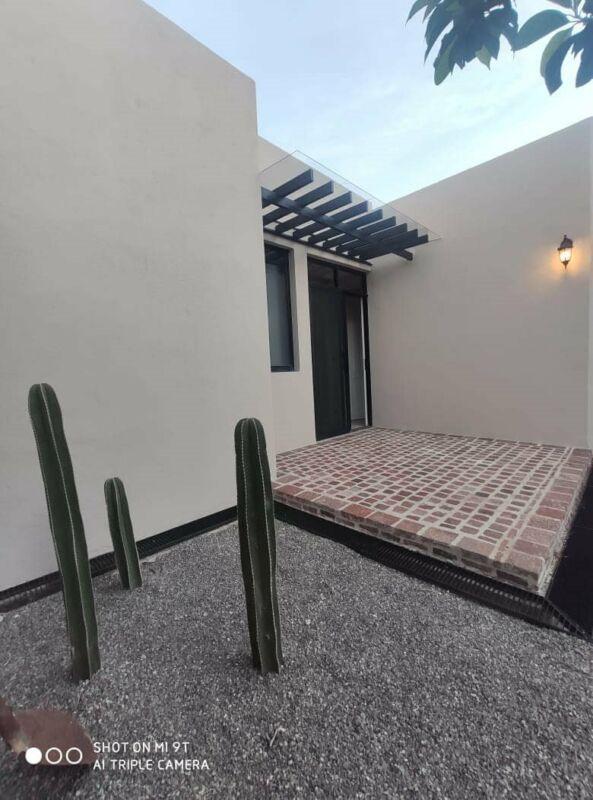 En Venta Hermosa Casa Barranca del Refugio Zona Norte