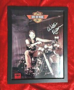 Willie-Nelson-hand-signed-photo-BORN-FOR-TROUBLE-w-COA-amp-autograph-comparison