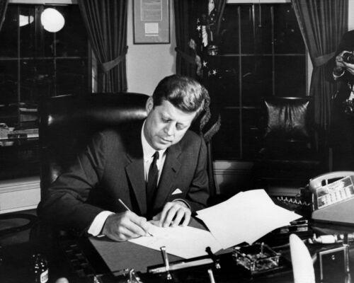KENNEDY SIGNS CUBA QUARANTINE ORDER 1962-8X10 PHOTO PRESIDENT JOHN F BB-960
