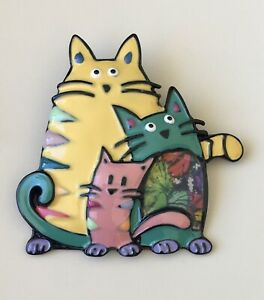 Unique-three-Cats-brooch-enamel-on-metal