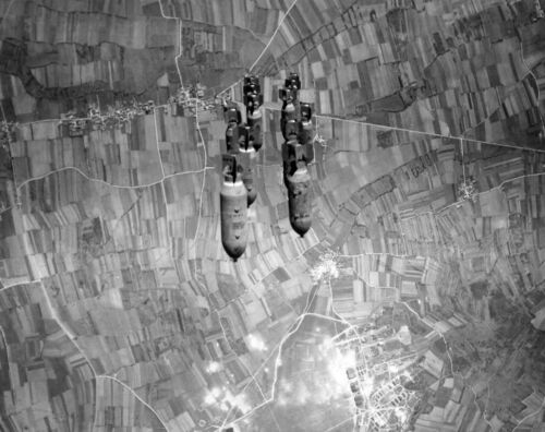 US Army Air Corps World War Two Bombs Away 5459 WW2 WWII Photo 500 lb