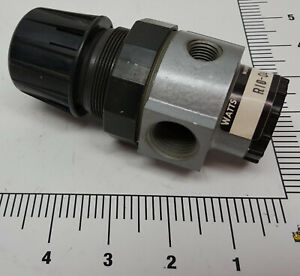 Watts-R10-04-1-2-034-NPT-Pressure-Regulator-0-125-PSI-2-1-4-034-pressure-gauge-ports
