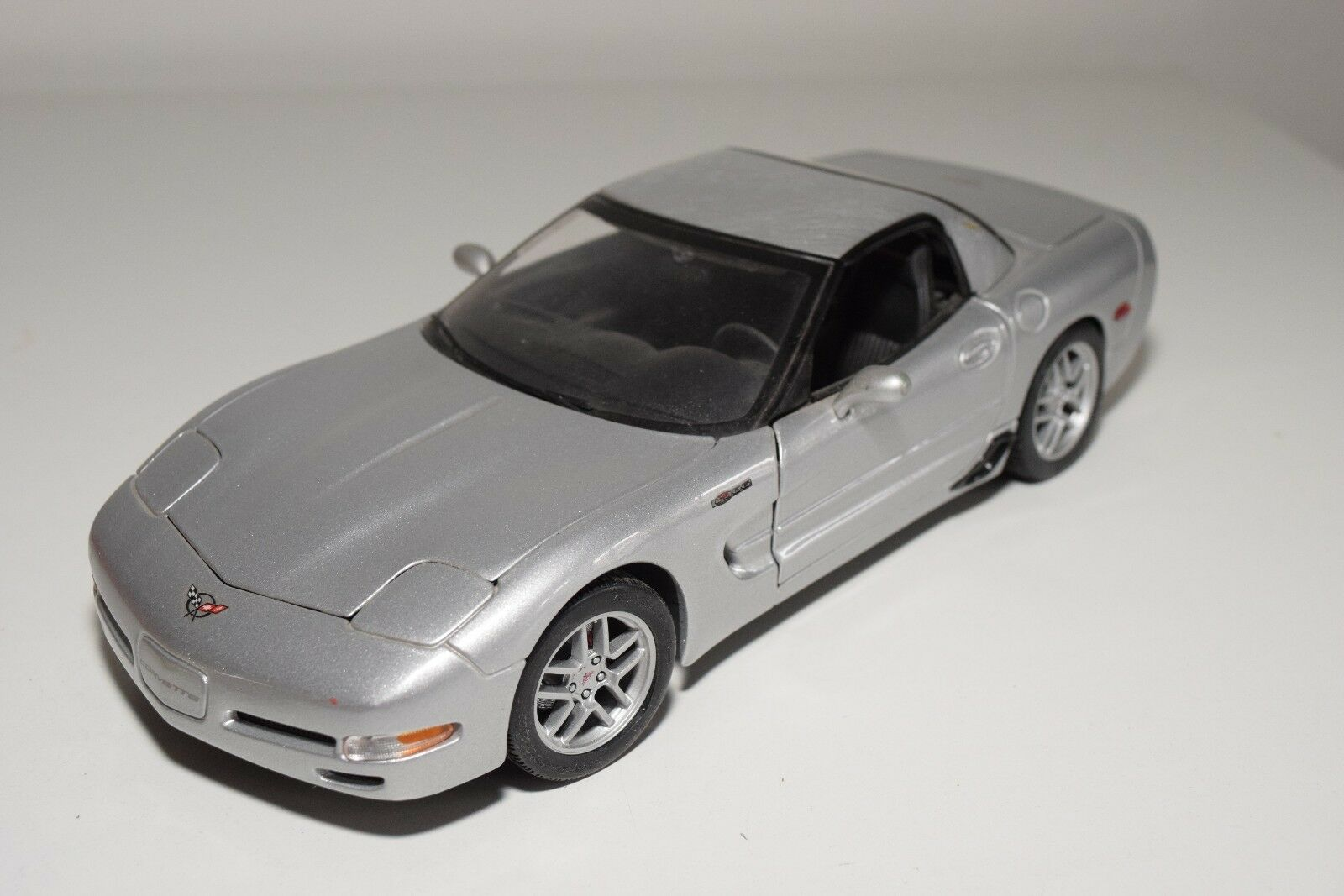 X 1 18 MAISTO CHEVROLET CORVETTE METALLIC gris NEAR MINT CONDITION