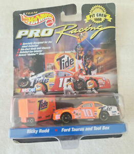 998 Hot Wheels Pro Racing Pit Crew #10 Ricky Rudd NASCAR 1:64 Tide Ford