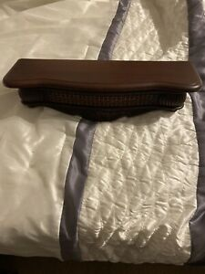 Home-Interior-Wood-Grain-Look-Plastic-Wall-Shelf-Preowned