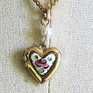#1248B Vintage Sarah Coventry Necklace Guilloche Enamel Heart Little Girl Flower