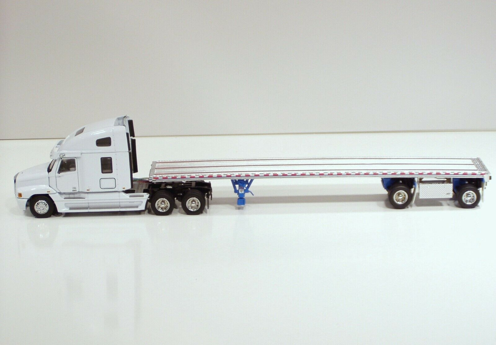Freightliner Century Tractor w  East Flat Bed Trailer -  WHITE  - 1 50 - Sword