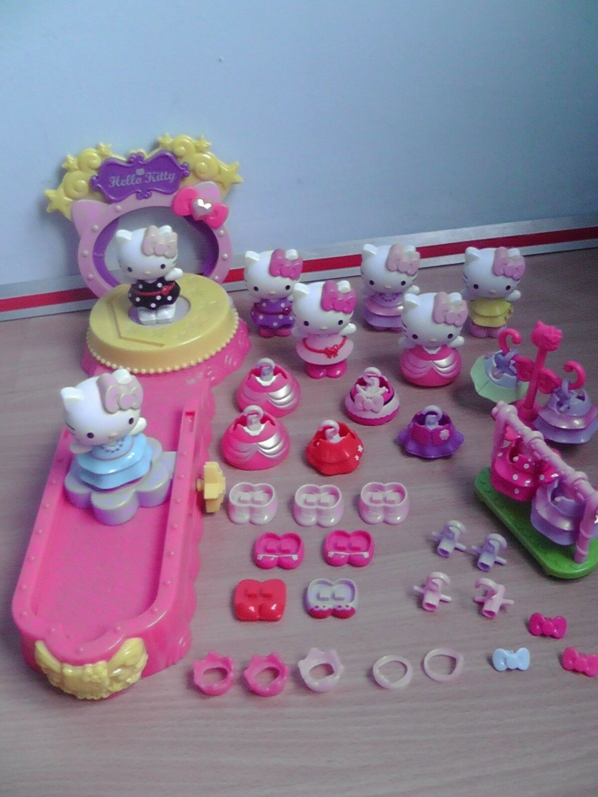 Hello Kitty - Catwalk,Fashion Show and Fashion Boutique x 2 and Mirrors