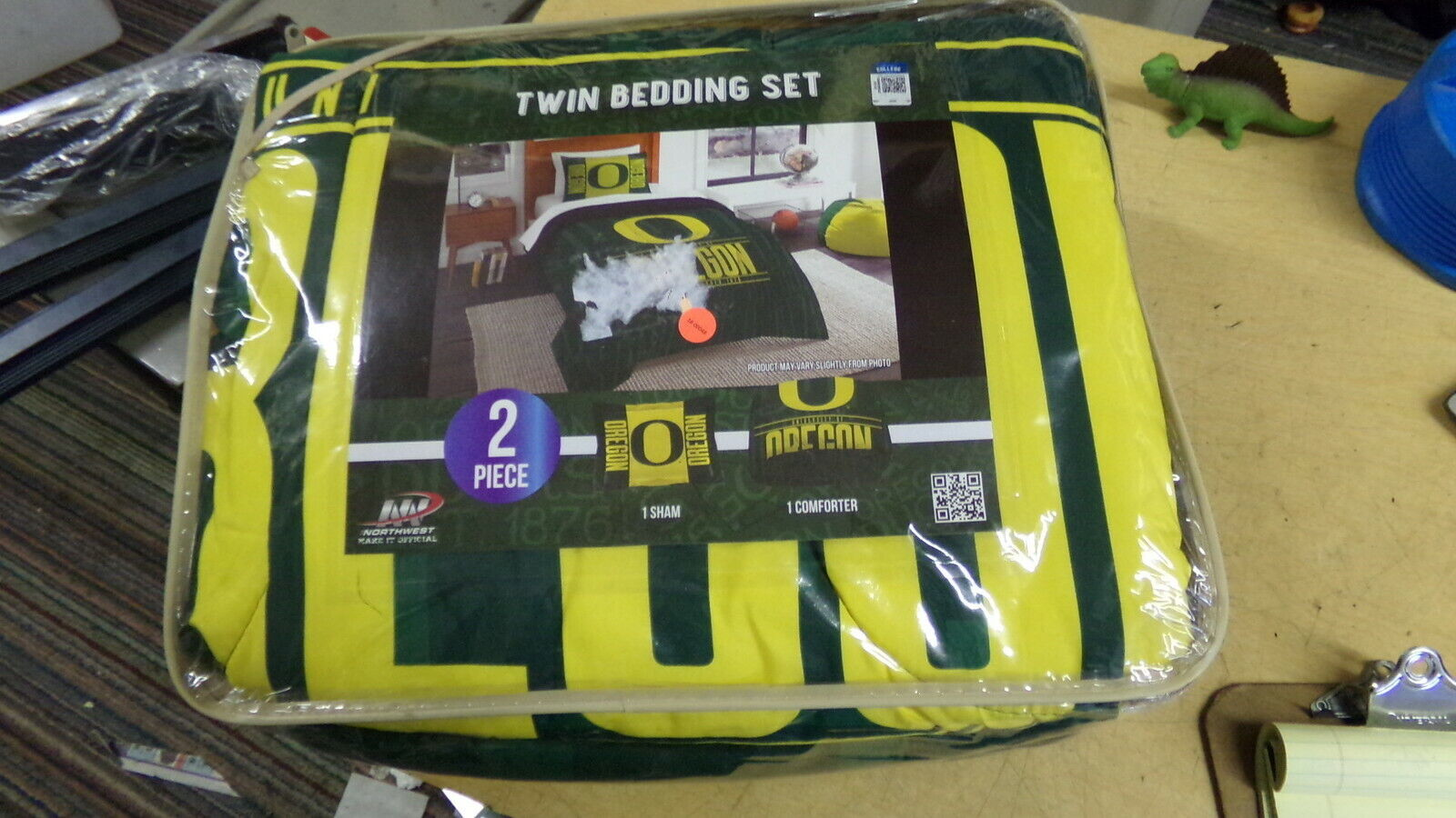 NEW Genuine College Product. Oregon Bed Comforter, NC3131, 64  x 86