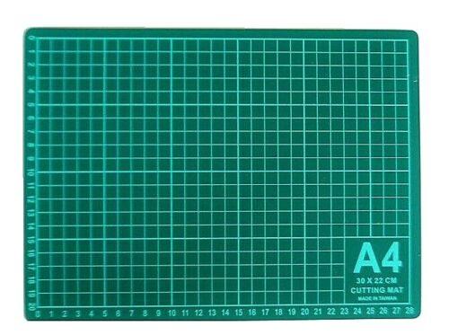 Plaque de découpe tapis de coupe graduée en cm PVC A4 antidérapant 30x22cm