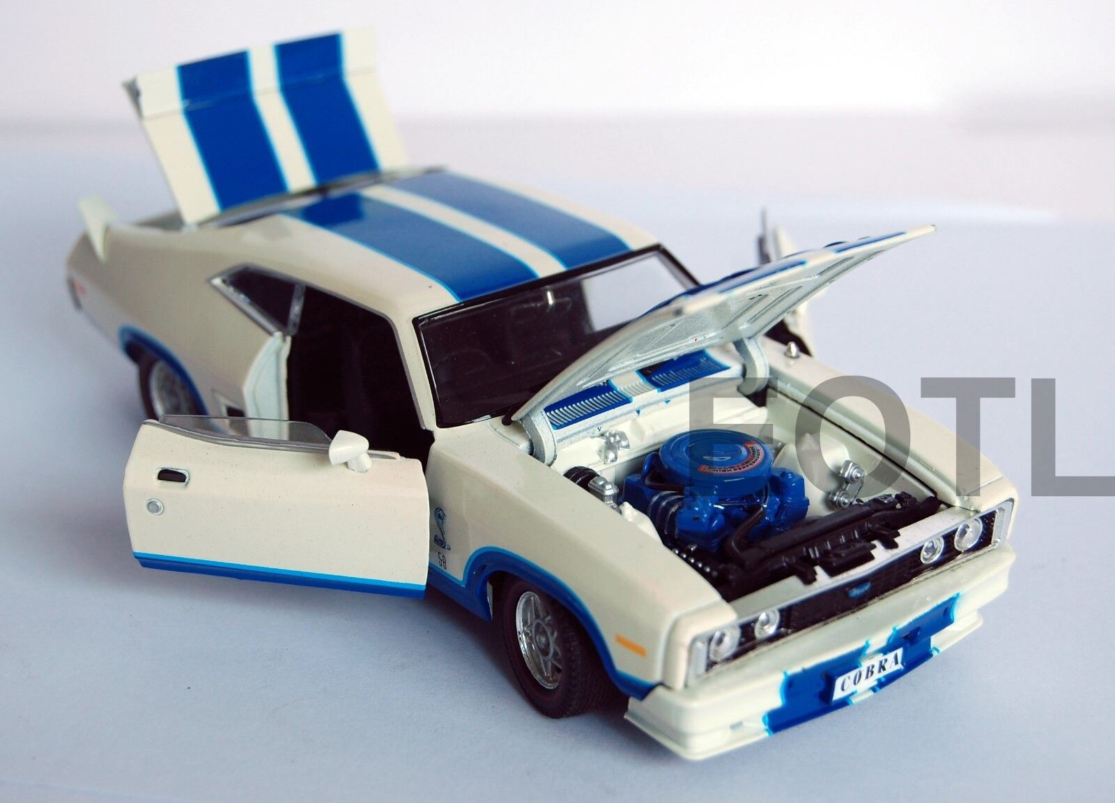 OzLegends Ford Falcon XC Cobra Option 97 with Bonnet Scoop 1 32 Limited Edition