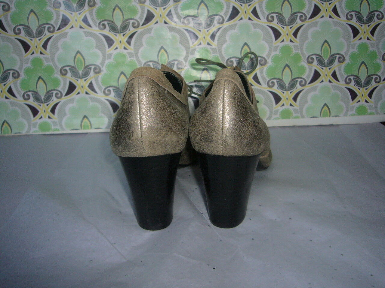 Nine West Bossyo Muted Gold Oxford - - - Leather- Größe 9M - EUC Adorable Neutral c85ac7