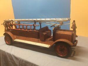KEYSTONE-PACKARD-HUGE-31-79-Aerial-Ladder-Fire-Truck-PRESSED-STEEL-Toy-1920-s