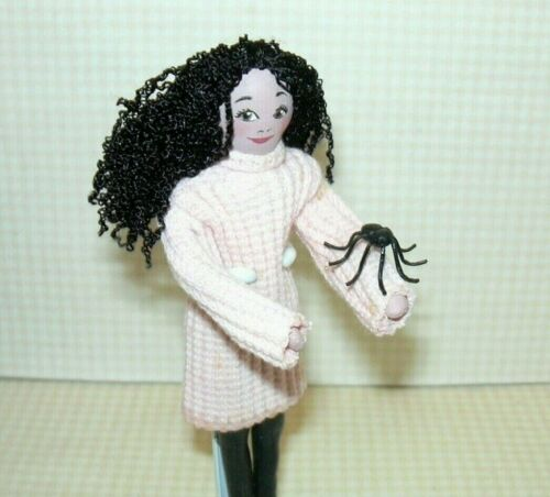 "Miniature Giant Black Spiders 3//4/"" x 7//8/"": DOLLHOUSE 1:12 for Halloween 3"