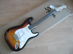 SQUIER-FENDER-Stratocaster-Bullet-3-color-sunburst-chitarra-elettrica-Nuova