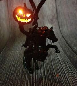 Disney-Parks-Disneyland-Halloween-Light-Up-Headless-Horseman-Pumpkin-Keychain
