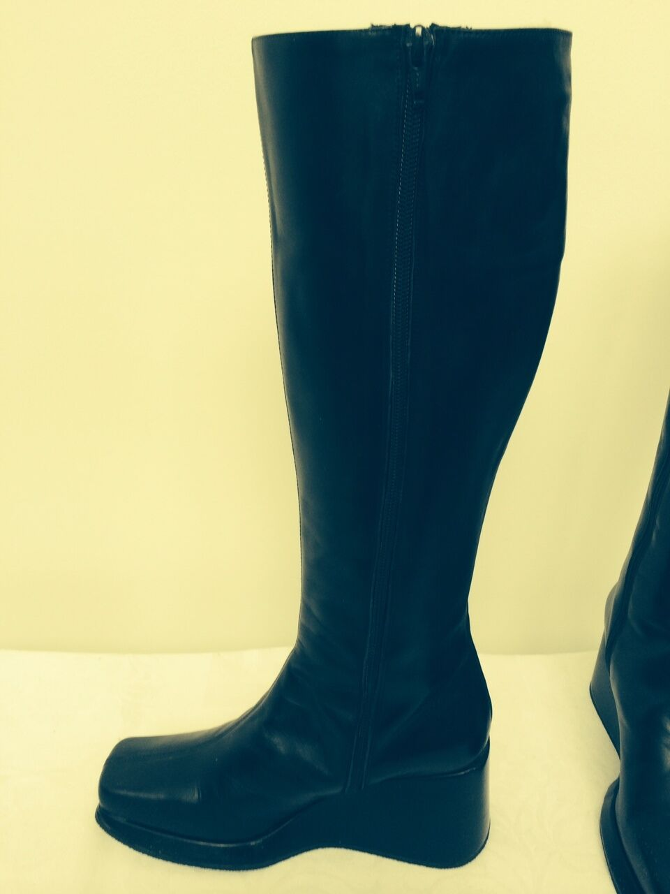 SALE NEW Kenneth Kenneth Kenneth Cole Black Leather Knee High  Boots Wedge Heel  7 1 2M e676de