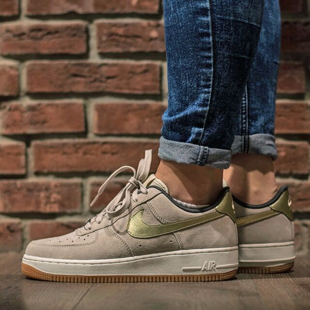 Nike Air Force 1  07 PRM Suede String Metallic Gold WMN Sz 9 818595 ... 0f719f49c5