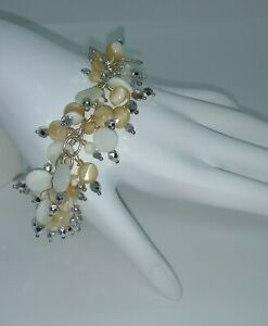 MOTHER-OF-PEARL-PEACH-amp-WHITE-CLUSTER-BRACELET