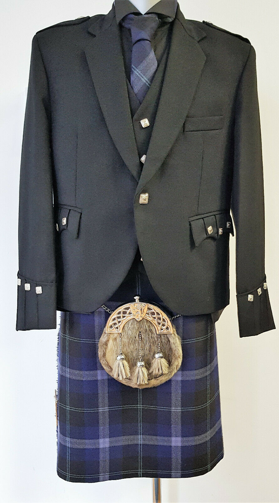 Chieftain Passion Of Scotland Platinum 8 Yard DELUXE Kilt Exclusive to us