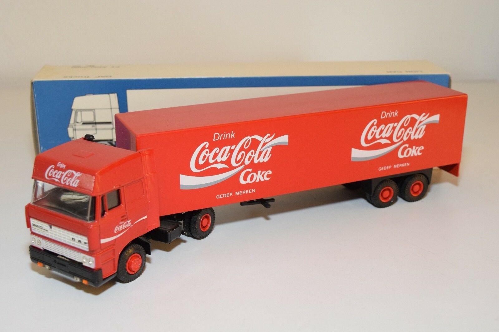 ± LION CAR DAF 3300 SPACECAB TRUCK WITH TRAILER COCA-COLA COKE DRINK NMINT BOXED