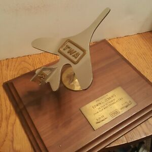 Vintage-1982-TWA-Airlines-Metal-Model-Airplane-Retirement-Award-Wall-Plaque