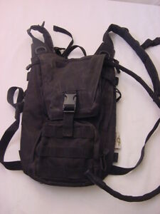 MONEYPAKS-HYDRATION-BACKPACK-BLACK-WITH-BLADDER