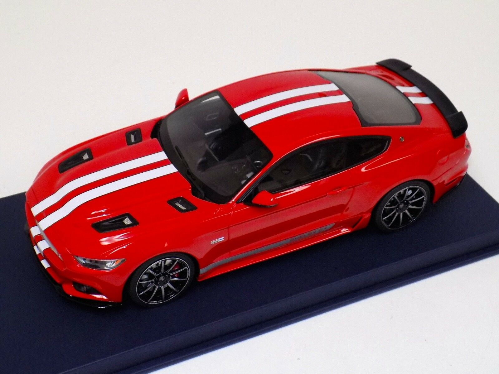 1 18 GT Spirit Ford Mustang Shelby GT in Red White Stripes GT149 bluee Leather