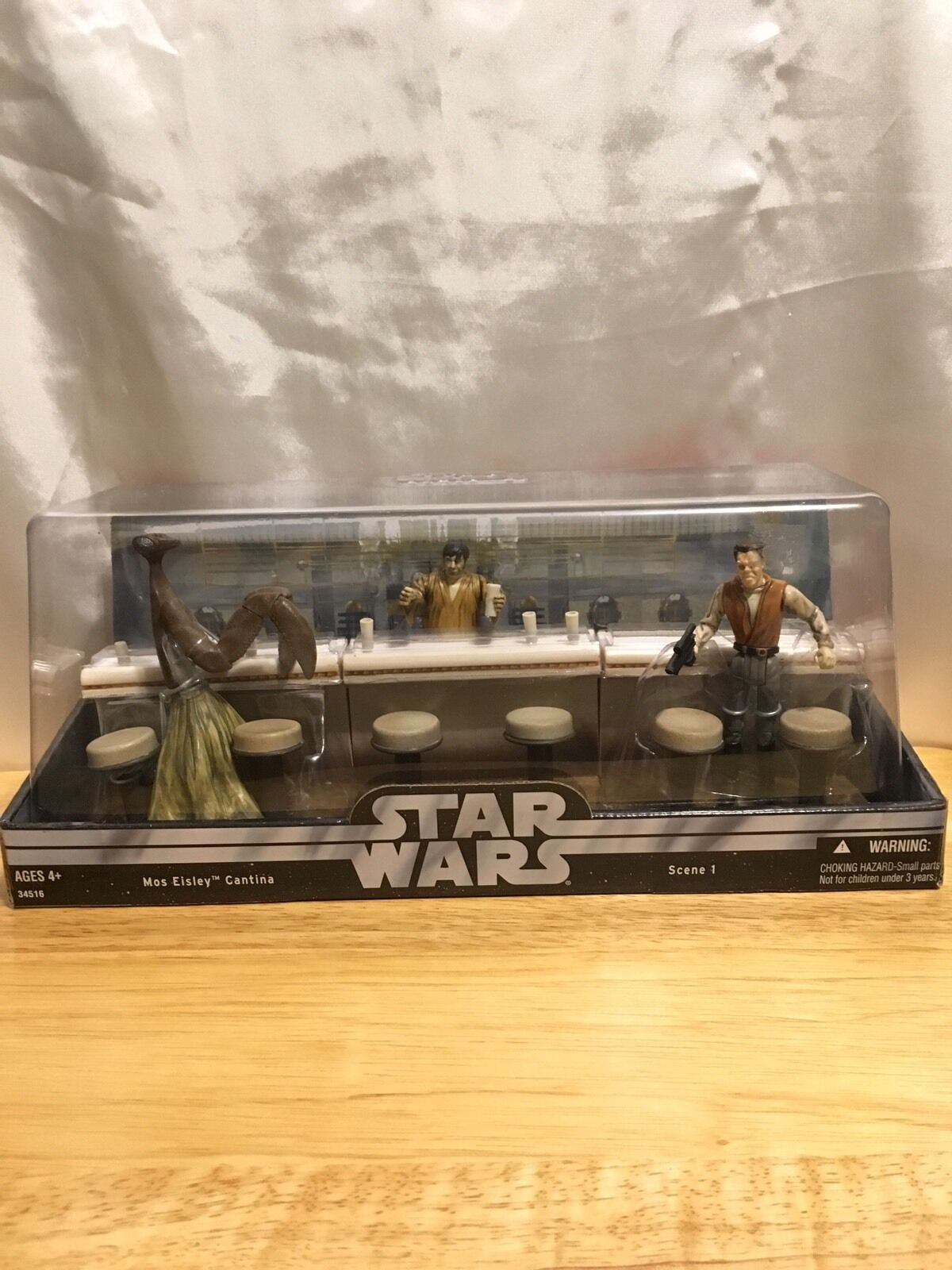 New  2004 Star Wars Mos Eisley Cantina Scene 1 Action Figure Set