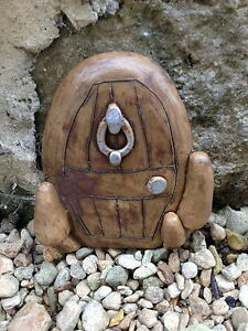 NEW-SMALL-HOBBITS-DOOR-GARDEN-ORNAMENT-TREES-OR-WALL