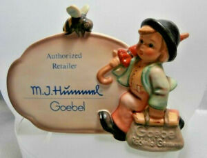 M-I-HUMMEL-MERRY-WANDERER-RETAILER-PLAQUE-WITH-BUMBLE-BEE-HUM-900-MINT-IN-BOX