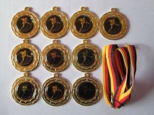 10 Fussball-Medai<wbr/>llen mit blauen Emblemen und Deutschland-Bä<wbr/>ndern