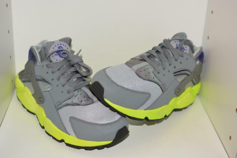 NIKE AIR HUARACHE  MENS RUNNING SHOES - MENS SIZE 9